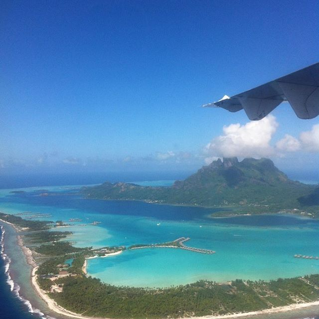 Anflug auf #BoraBora einfach ein Traum. #polynesien #Südsee #Südpazifik #traumreise #geniessenundreisen #Traumurlaub #Luftbild  #Regram via @geniessenundreisen