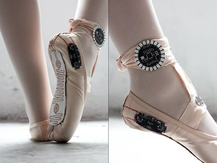 E-Tracers are electronic ballet slippers that utilize LilyPad Arduino to make drawings from the dancer's movements, like ballet calligraphy.