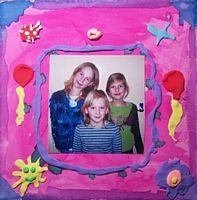 Kinderfeestje fotolijstje maken met aqua pigment en silk clay http://evelinashobbyboetiek.nl/index.php/ct-menu-item-7