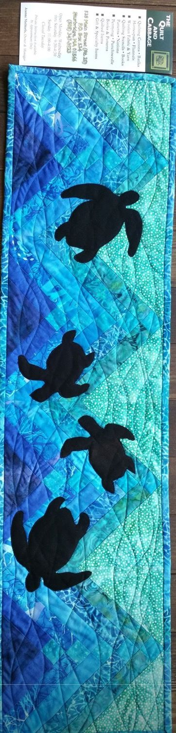 Don't you just love this? Perfect for those who live by the sea or just love the sea.  Sea Turtles | Row by Row | Table Runner