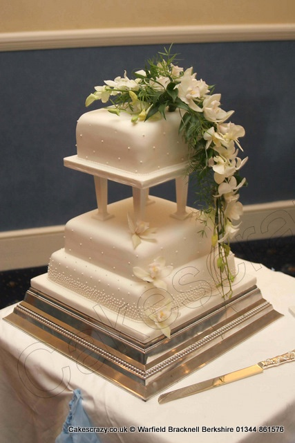 wedding cakes with pillars and roses 84 best images about cakes wedding cake pillars on 26080