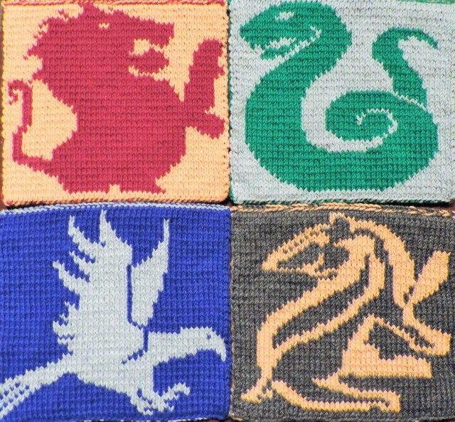 2014 Geek-A-Long: week 31 Slytherin | Slytherin House symbol knitting pattern with color chart; double sided knitting