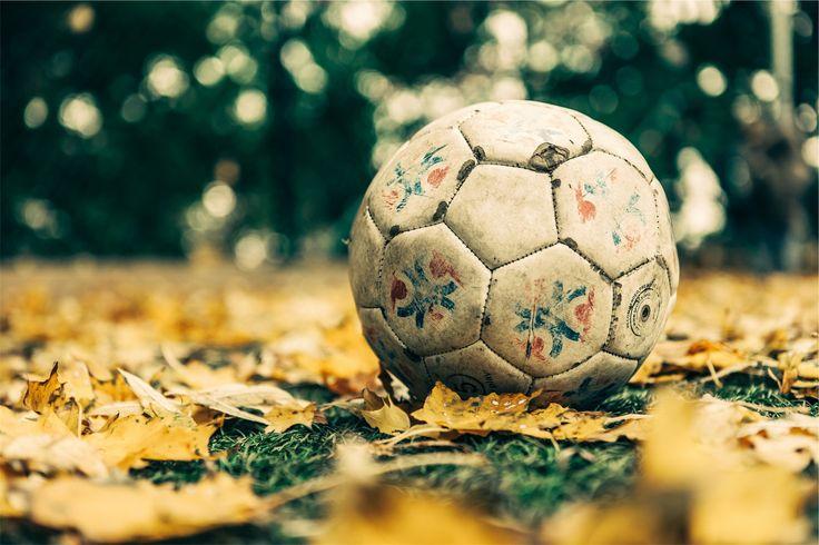 Balones De Fútbol Deportes Fondos De Pantalla Gratis: Balón, Fútbol, Hojas, Cesped, Hierba, Pelota