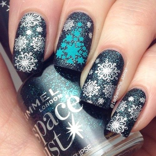 Number three in my @lesly_plates review from @hypnoticpolish I used LS-04 again, for a decidedly christmas feel with the little snowflakes and Christmas tree. No issues whatsoever, perfect transfer, I'm so loving these plates! I stamped a silver and Fiji (61) from @mundodeunas over @rimmellondonuk total eclipse space dust. #hypnoticpolish #leslyplates #mundodeunas #texturenails #texturestamping #xmasnails #stampingplates #stampingnailart ...