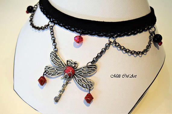 Collier ras du cou noir libellule pierre rouge rubis rose argentée