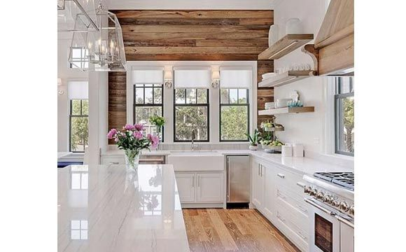 Confira ideias e inspirações para ter um revestimento de madeira em casa. Além de charmoso, ele se adapta a todos os tipos de decoração. Saiba mais.