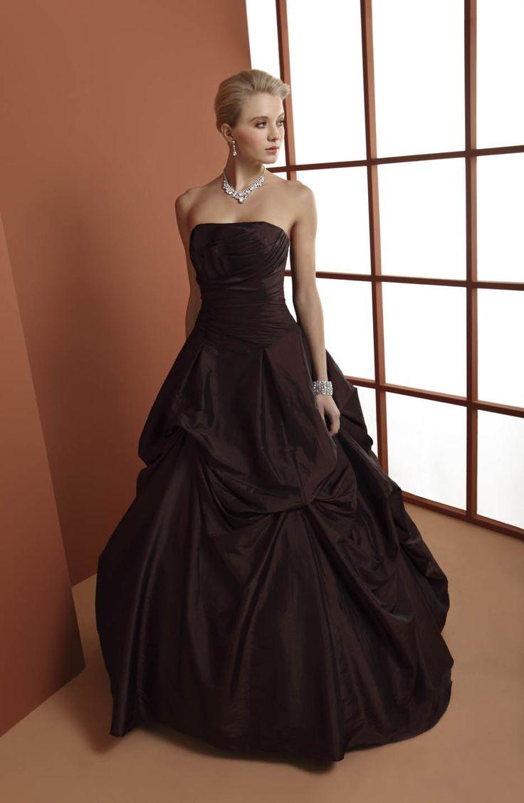 abito da sposa cioccolato con drappeggi  www.protagonisti.it