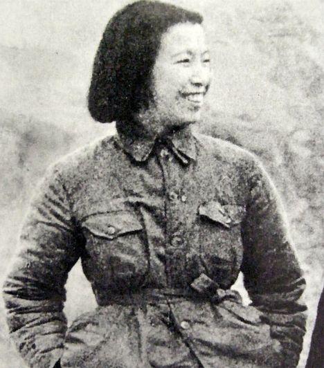 Csiang Csing (1914-1991) A kínai Csiang Csing Mao Cetung feleségeként került reflektorfénybe. Az úgynevezett négyek bandája vezetőjeként súlyos felelősség terheli a kulturális forradalom utolsó szakaszában elkövetett törvénytelenségekért, fanatizálásért és az ebből eredő gyilkosságokért. Férje halála után be is börtönözték.