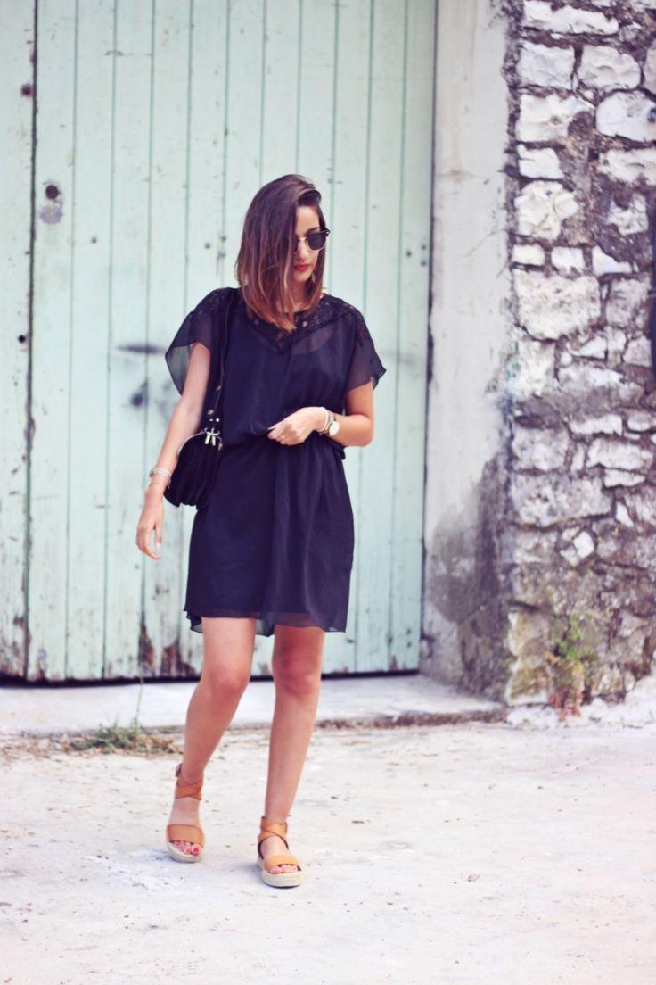 La blogueuse She Wears porte notre robe à dentelles   #robe #black #noir #look #blogmode