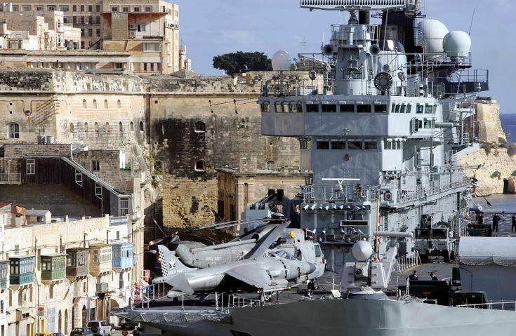 HMS Illustrious (R06)