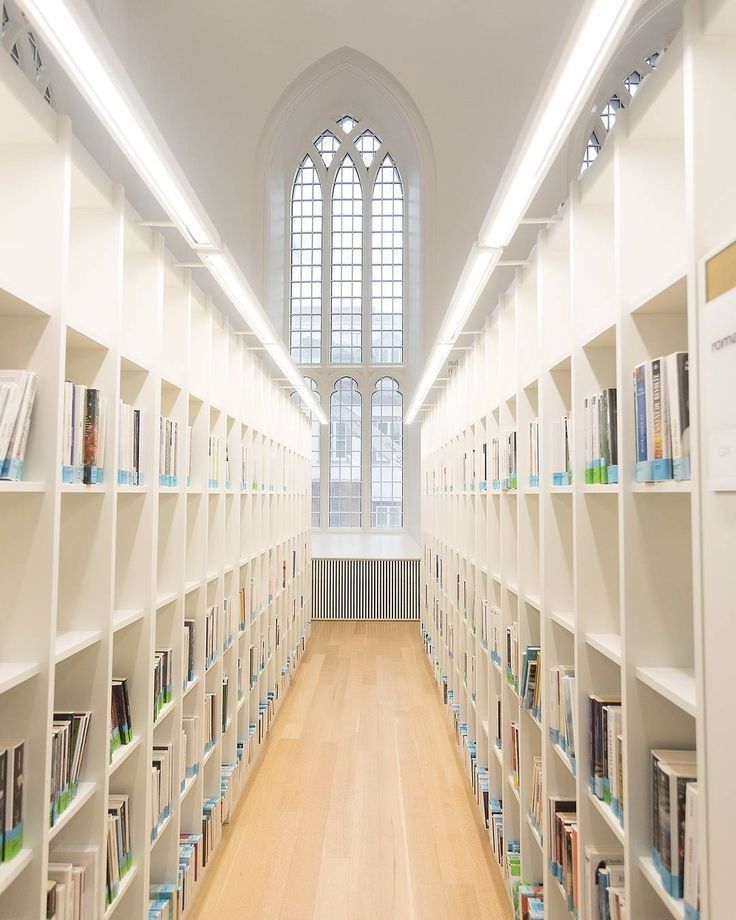 """The Churches' huge windows (see more on @StreetVogs) make the space very bright thanks to the natural light coming through, which perfectly enhance these book shelves. / Les grandes fenêtres d'églises permettent d'avoir beaucoup de lumière naturelle et s'agencent parfaitement avec les rangées de livres. "" - @aberdeja for @Streetvogs"
