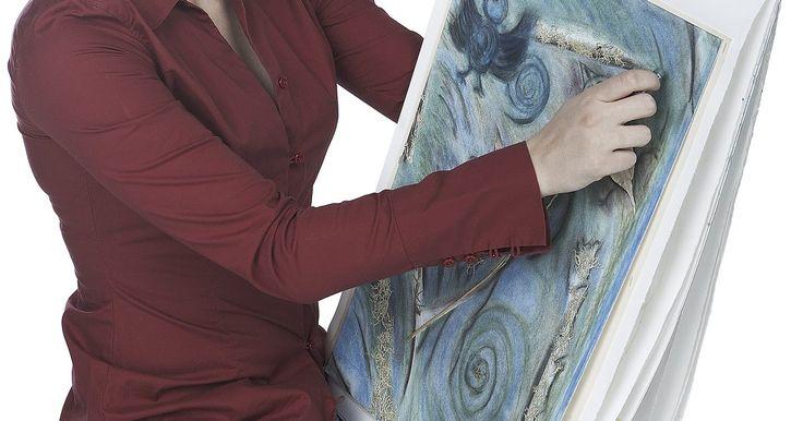 Como fazer um simples caderno de desenho artesanalmente. Cadernos podem ser comprados em muitas lojas de departamento, lojas de arte ou lojinhas variadas, mas alguns tópicos de desenho clamam por seu próprio caderno em especial. Fazer o seu próprio caderno de desenho, às vezes, pode poupar dinheiro, e ele certamente vai personalizar sua coleção de esboços. O processo pode ser tão simples como grampear ...