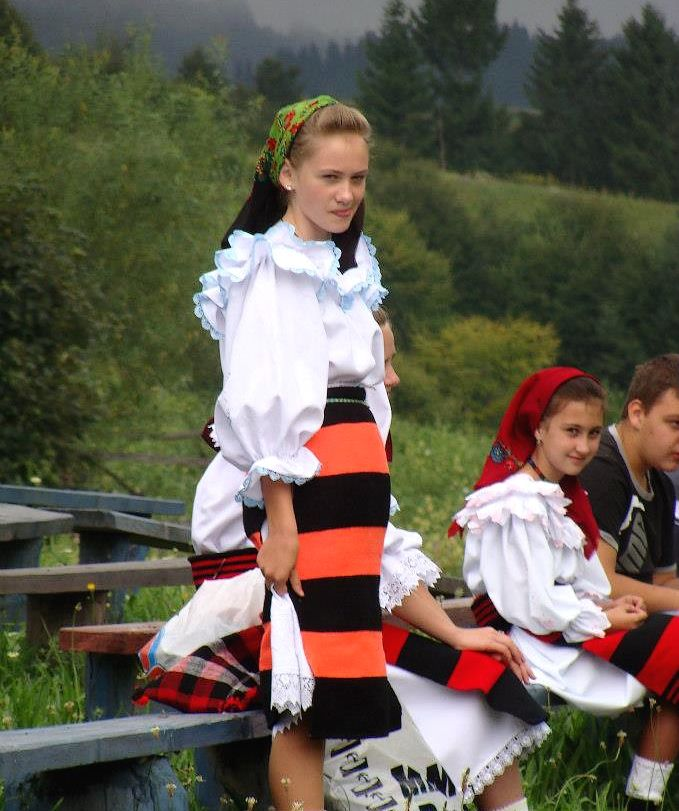 romanian girl romanians traditional costume nationale romanesti