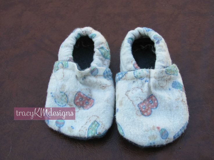 Baby shoes for a boy who's name starts with B