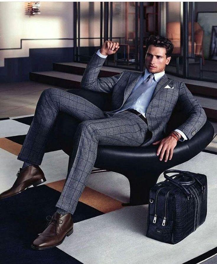 представьте, модный мужчина на кресле сидит фото ванной, кто