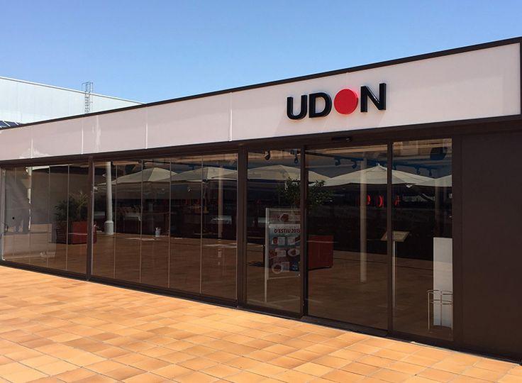 Volvemos a trabajar en el centro comercial Gran Vía 2, de l'Hospitalet de Llobregat. En esta ocasión hemos reformado la terraza del restaurante UDON.