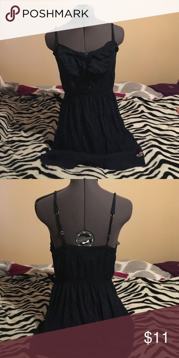 Xsmall Hollister dress Xsmall hollister dress straps are adjustable im 5'1 and the length of the dress goes just above my knees Hollister Dresses