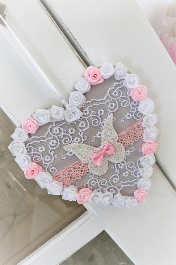 Plaque de porte Cœur en bois gris et ses fleurs a suspendre