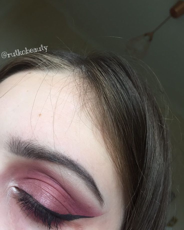 ��purple cat eye�� brows: anastasia beverly hills brow wiz in medium brown and clear brow gel eyeshadow: anastasia beverly hills modern renaissance palette  mascara: benefit roller lash eyeliner: maybelline master precise liquid liner #beauty #beautyblog #beautyblogger #makeup #ilovemakeup #eyeshadow #brows #eyeliner #purple #abh #abhmodernrenaissance #abhbrowwiz #clearbrowgel #benefit #rollerlash #maybelline http://ameritrustshield.com/ipost/1552479827357099238/?code=BWLhC12lGTm