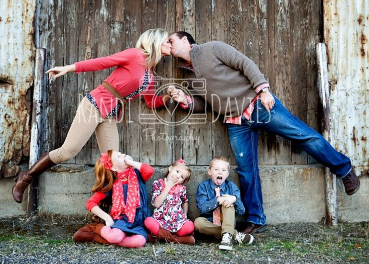 Fun pose urban family pictures