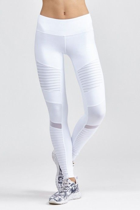 ALO's Moto Legging is an on-trend motorcycle inspired legging that features quilted-style stitching on contrast glossy fabric. This legging ...
