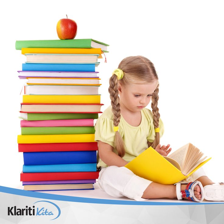 Membaca buku bisa menjadi kegiatan yang menyenangkan bagi sang anak. Hindari memaksa mereka untuk membaca dan biarkan mereka memiliki inisiatif agar menyukai bacaannya sendiri.