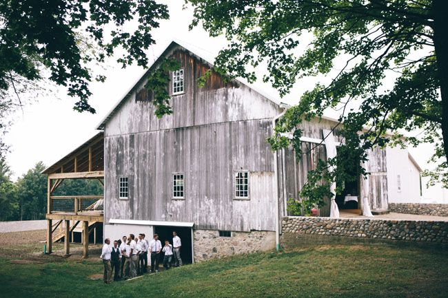 We love this new venue and restored barn from the 1870's. Overlooking vineyards and pastoral crop fields in Michigan. Find out the deets here!
