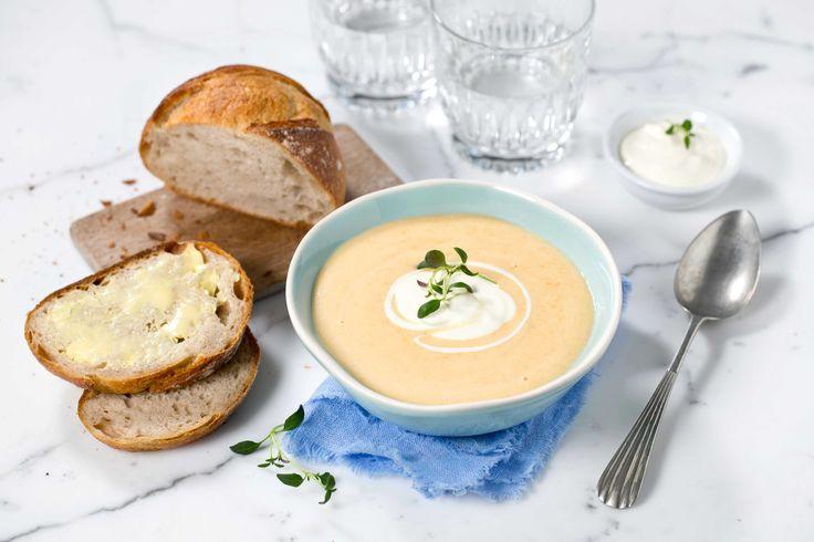 I Norge har vi lange tradisjoner for å bruke våre gamle rotgrønnsaker i kosten. Dette er en smakfull suppe.