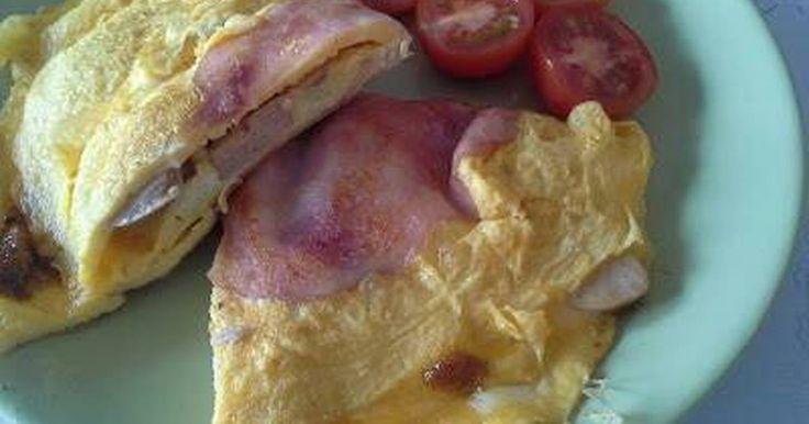 Mennyei Pestos-krémsajtos omlett recept! Ízletes tojásos reggeli. Salátával akár könnyű ebédnek is kiváló.
