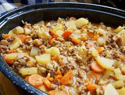 "Hamburger Potato Hotdish Recipe @Carman Mills this dish can't compare to our ""secret"" family recipe! ;) (garlic mushrooms crockpot)"