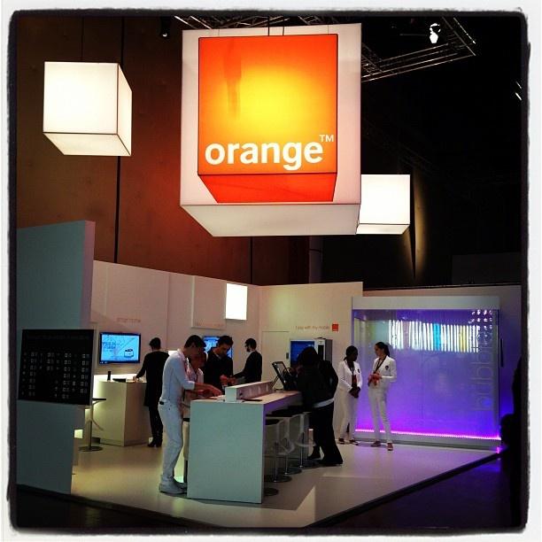 Le stand orange et la bubbleorange scenography pinterest for Les stands brignais