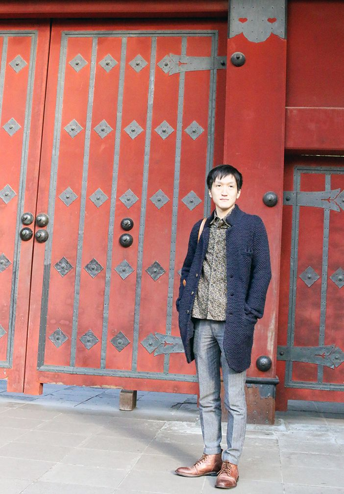 Shinya in front of the gate