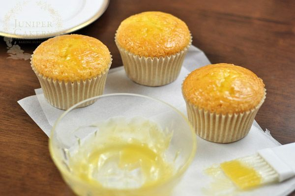 covering cupcakes in preserve