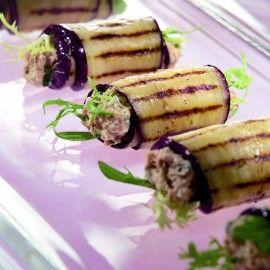 Gegrilde auberginerolletjes met tonijnsalade