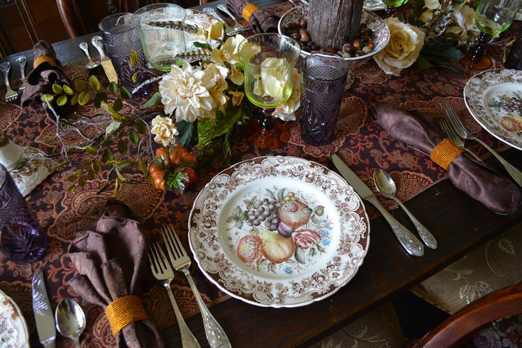 For consideration is this gorgeous plate from Johnson Brothers in the collectible Harvest / Harvest Fruit pattern. The plate depicts a bundle of autumn fruits and flowers ...a rose, carnation/mum, gra