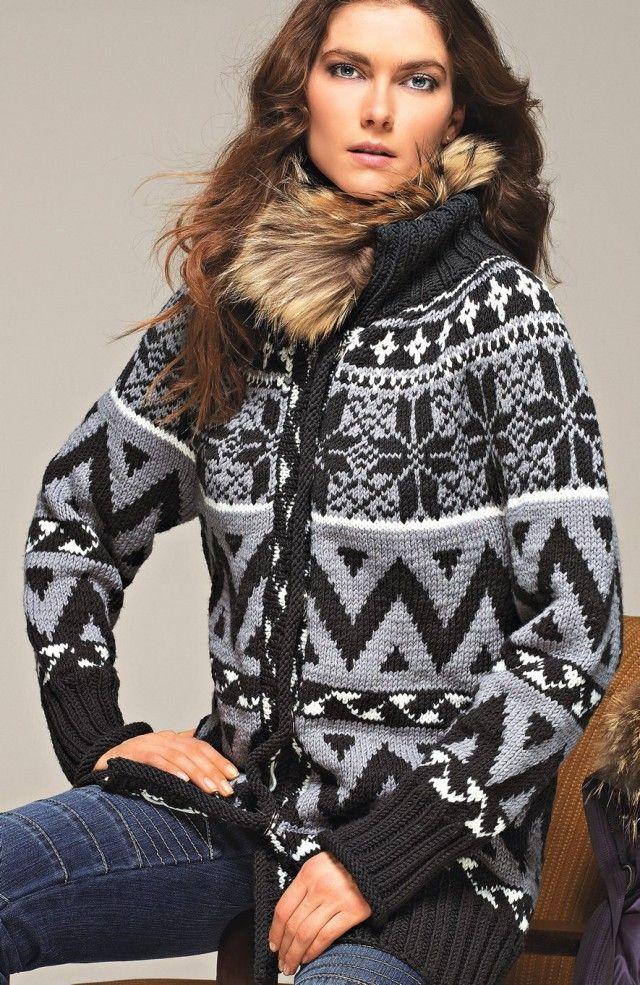 Denne jakken har litt av de typiske mønstrene vi kjenner i fra våre tradisjonelle kofter, men også noen som ser inspirert av mønstre mer langveisfra. I kombinasjon blir det ganske flott, ikke sant? Den høye kragen gjør jakken ekstra lun og god til vinterbruk.