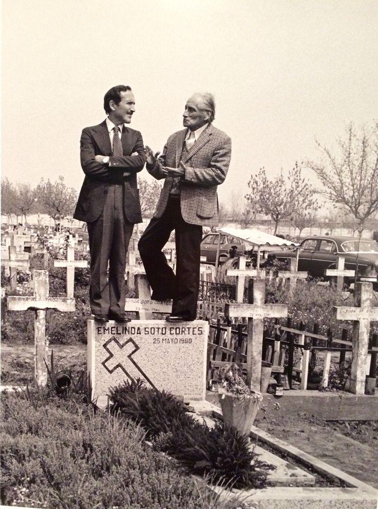 Romería a la tumba de Pablo Neruda, Paz Errazuriz 1981