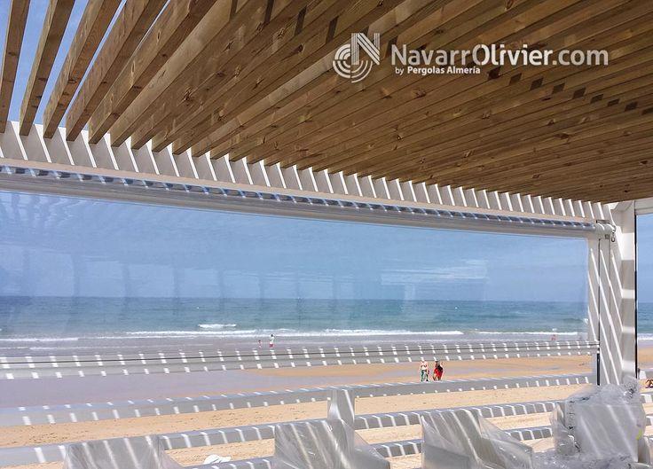 Pergola con cubierta de luz filtrada en listones de madera de pino tratada en autoclave - Madera de pino tratada ...