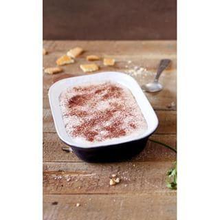 Huuum le #tiramisu! Et en plus aux biscuits #thé brun et rondelles de #banane, le tout dans un plat Pyrex Impressions! Alors, qu'est-ce que vous attendez? #Tiramisu #pyrex #instafood #foodporn #vintage #italy