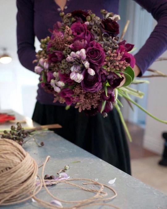 Bridal bouquet in ultraviolet, dark purple  – Hochzeit mit Lila, Ultra Violett, Pastell Violett und Flieder