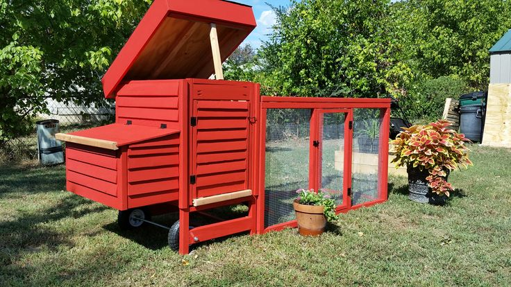 Cute Chicken Tractor and run,  Made by Fancy Coop in Tulsa Ok. Beautiful coops, and hen house for sale in Oklahoma area.