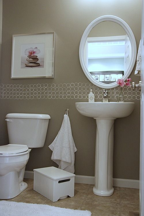 at a cheap and inexpensive border to a small space with a small amount of paint and the end of a toilet paper roll. LOVE!...  From House tweaking