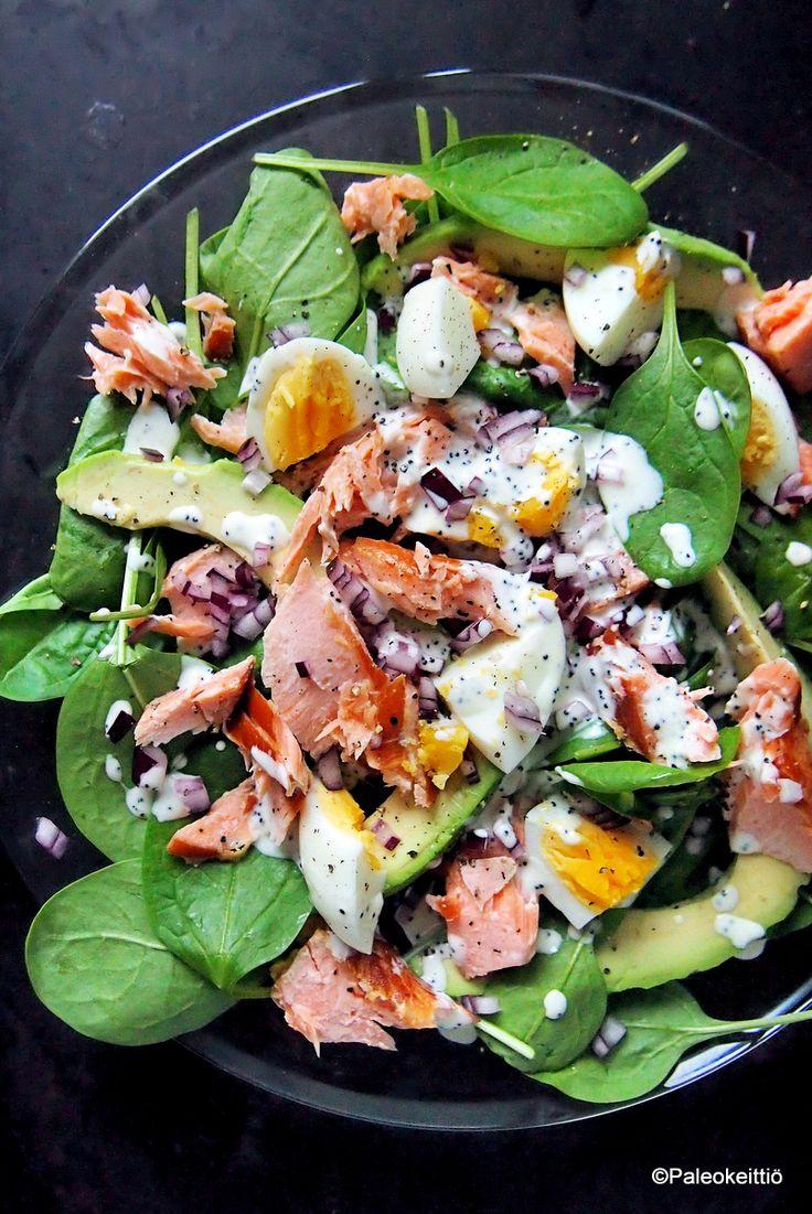 Aivoille ruokaa pinaatti-savulohisalaatista   Oiskos taas salaattiaika? Kesällä ravinteikkaat salaattiainekset ovat maun puolesta parhaimmillaan ja niiden koostaminen ei kauan vie. Vatsakin tulee kivasti täyteen ja mieli on virkeä, kunhan vali…