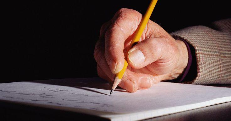 Ejemplos de introducciones para ensayos. La introducción de un ensayo es su párrafo inicial. Suele estar compuesto de tres a seis oraciones y funciona como un modo de presentarle al lector el tema del ensayo. También sirve como una manera de captar el interés del lector y dirigirlo hacia el cuerpo principal del escrito.