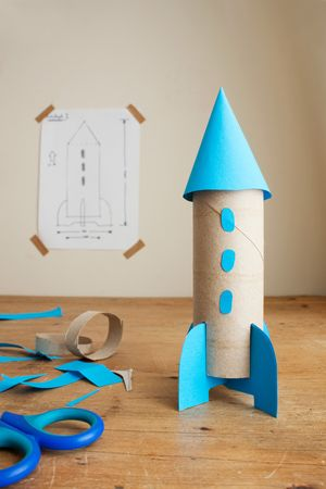 Make these 4 super fun toys using boxes or toilet paper rolls!: DIY Cardboard Ro… Make these 4 super fun toys using boxes or toilet paper rolls! Toilet Roll Craft, Toilet Paper Roll Crafts, Cardboard Rocket, Cardboard Crafts, Cardboard Playhouse, Cardboard Furniture, Projects For Kids, Diy For Kids, Crafts For Kids