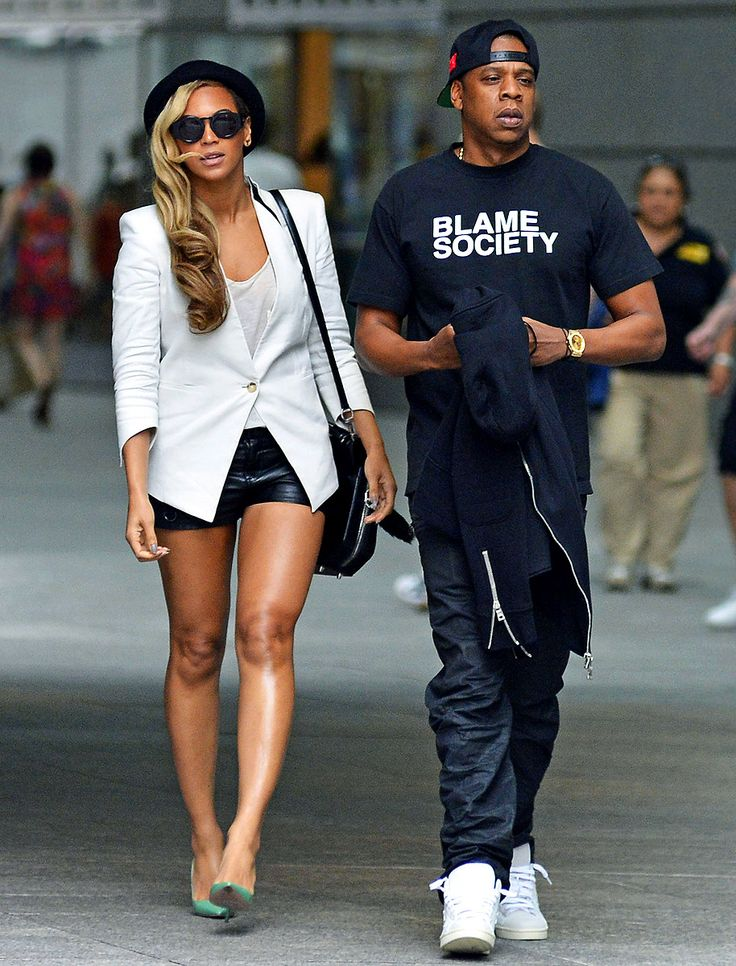 """Here are some cute new photos of Beyonce and Jay-Z having a """"date night"""" in NYC last night. Description from celebitchy.com. I searched for this on bing.com/images"""