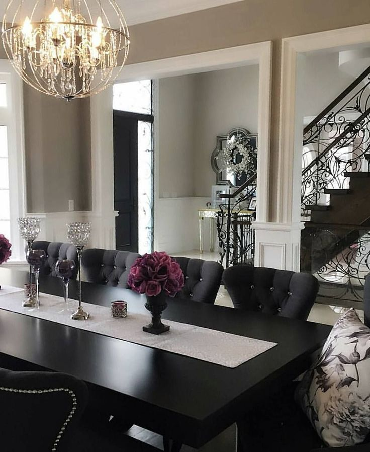 Today we are going to show you how you can elevate your dining room decor using black, since as you might already know this is one of the biggest interior design trends for the upcoming year. So, before you clad your entire dining room in the hue, check out these 5 black dining rooms to inspire you.
