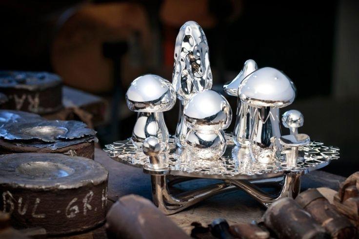 Dekoracje świąteczne, srebrne ozdoby, srebrne dekoracje. Serwetki na święta, serwetki na stół wigilijny, dekoracje stołu wigilijnego. Zobacz więcej na: https://www.homify.pl/katalogi-inspiracji/13084/srebrne-dekoracje-na-boze-narodzenie