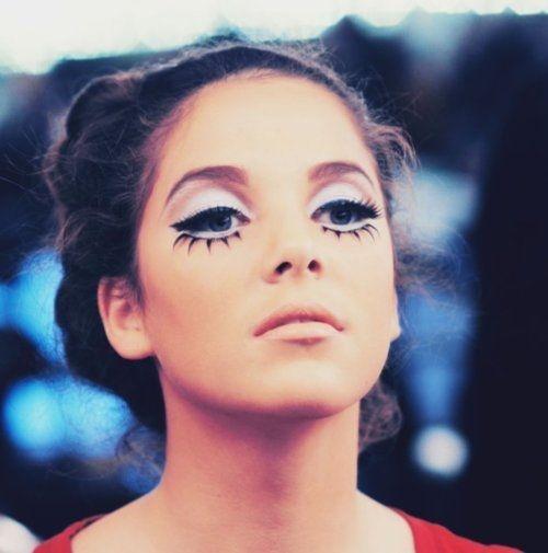 Twiggy style make-up