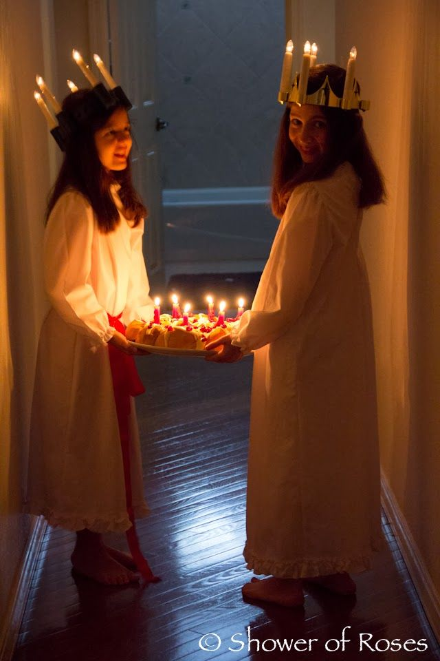Shower of Roses: Santa Lucia Day. Lots of ideas